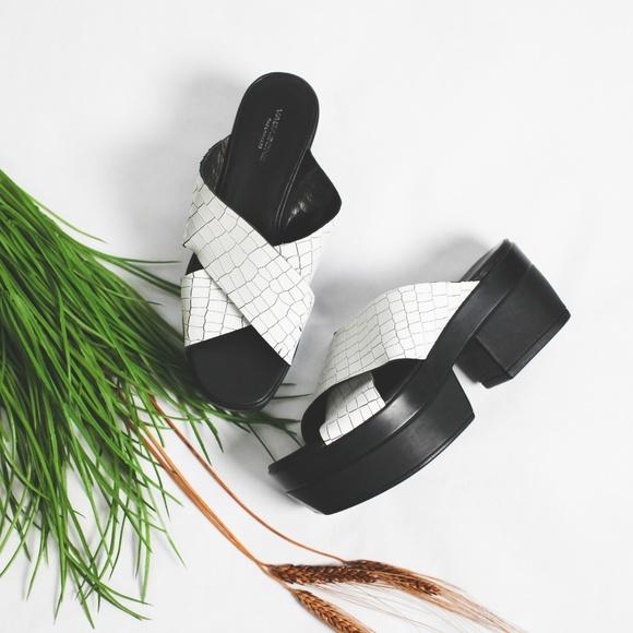 b19589a1a55 Vagabond Lindi Chunky Platform Sandal Croc White. M 5b9d6024a5d7c65e983cbf5f